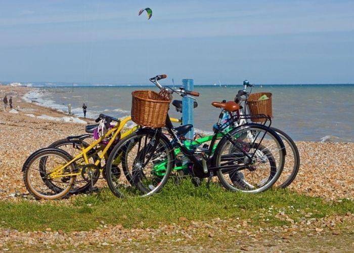 balades à vélo en séjour en camping proche de vias domaine sainte veziane