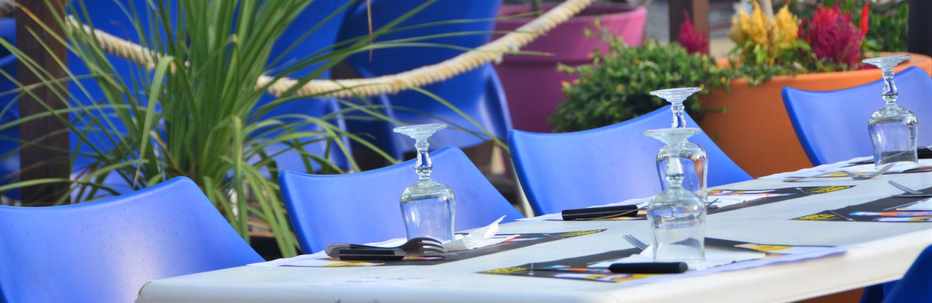 Table du restaurant au camping Vias : le domaine Sainte Veziane